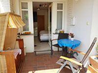 Romantica App., überdachte Terrasse mit Strandkorb, Villa Romantica Appartement in Koserow (Seebad) - kleines Detailbild
