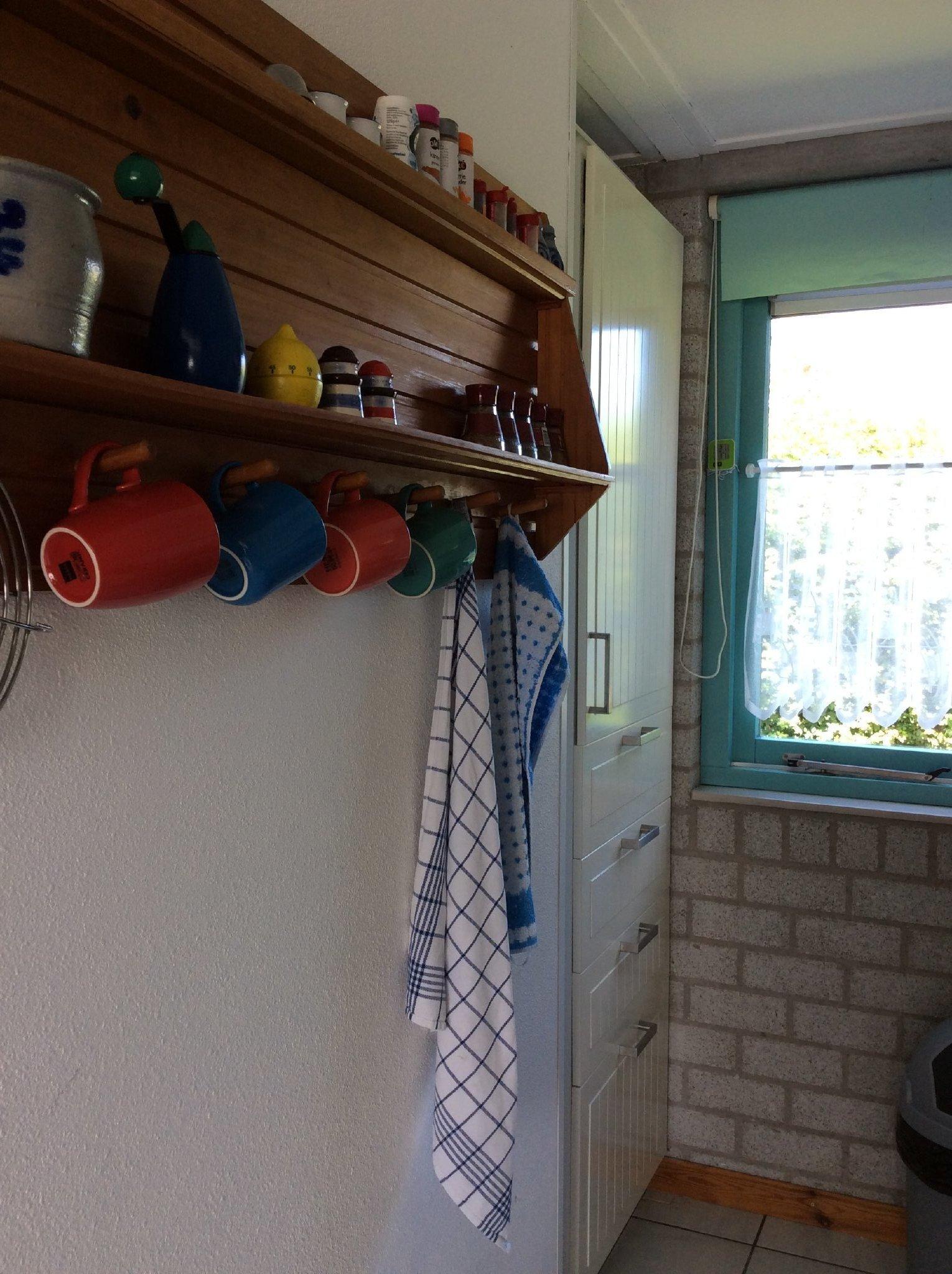 hochstehender Kühlschrank