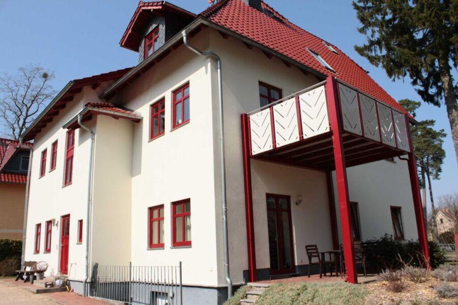 Villa Zollernhöhe, Ferienwohnung 2 mit Terrasse