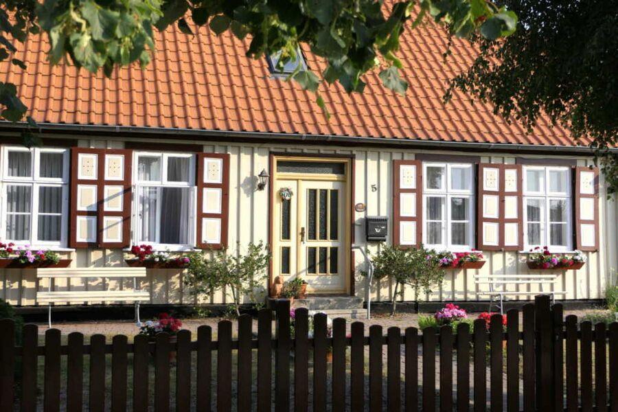 Prerow: Kapitänshaus in Strandnähe, Ferienwohnung