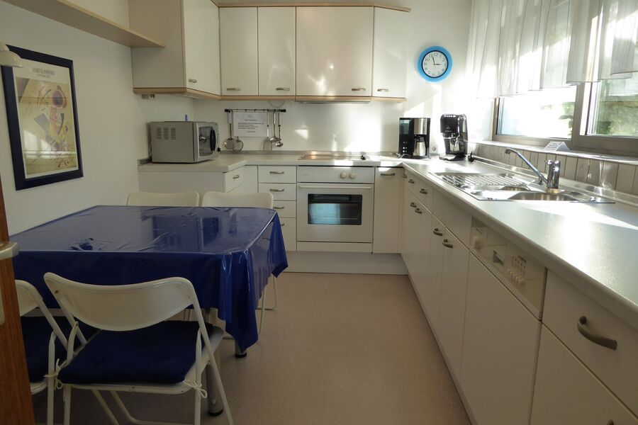 Neu eingerichtete moderne Komplettküche