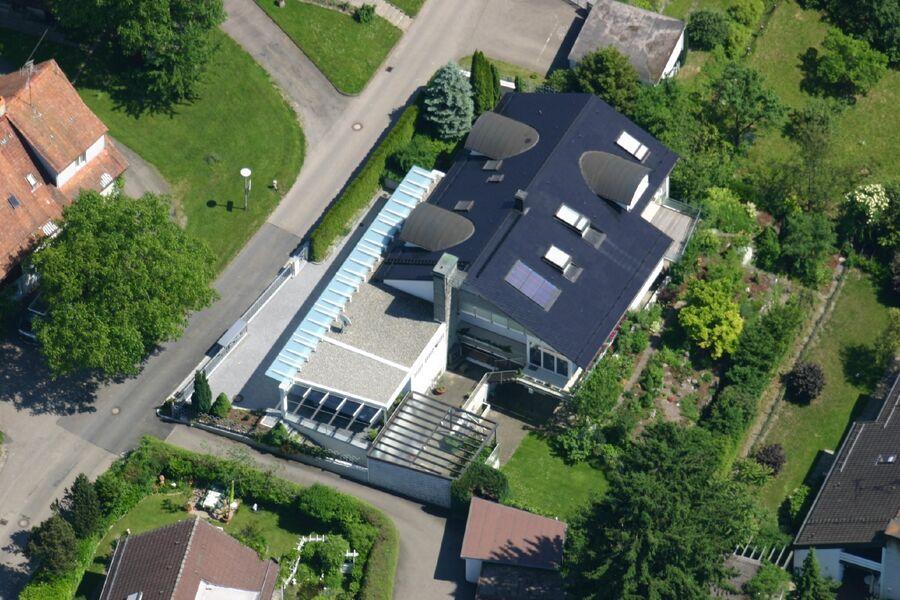 Luftbild Haus und Garten vom Zeppelin