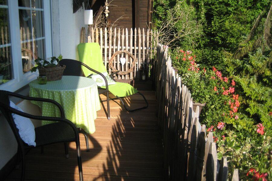 Sonniger Balkon Ihrer Ferienwohnung