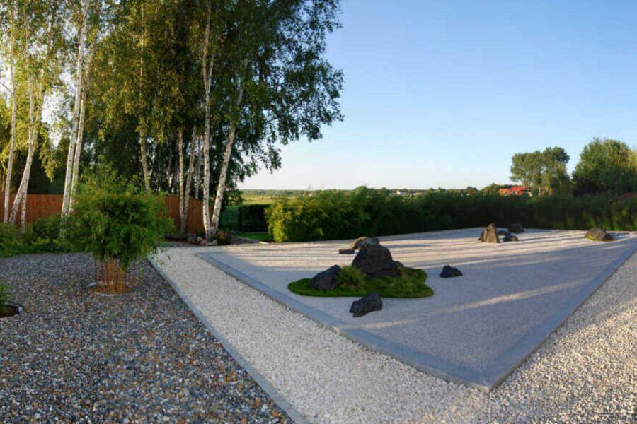 unser japanischer Steingarten mit Terrasse und Gri