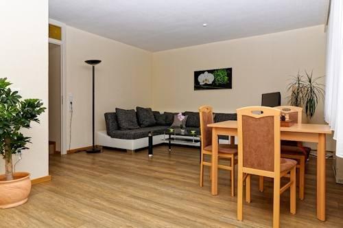 Wohnzimmer mit zusätzl. Essplatz