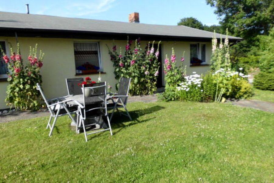 Eingangsbereich und Garten