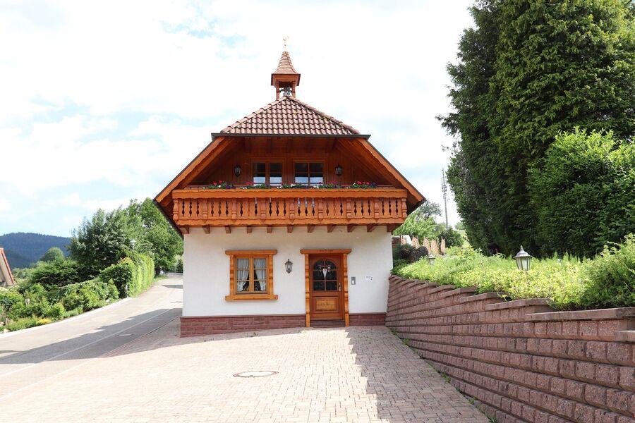 Landhaus mit Turmglöckle