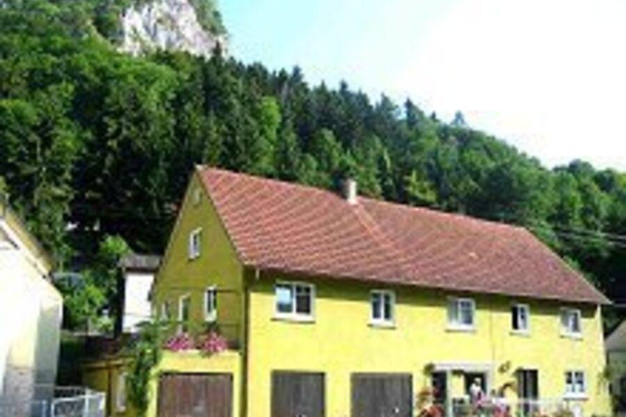 Aussen - Schloss Werenwag im Hintergrund