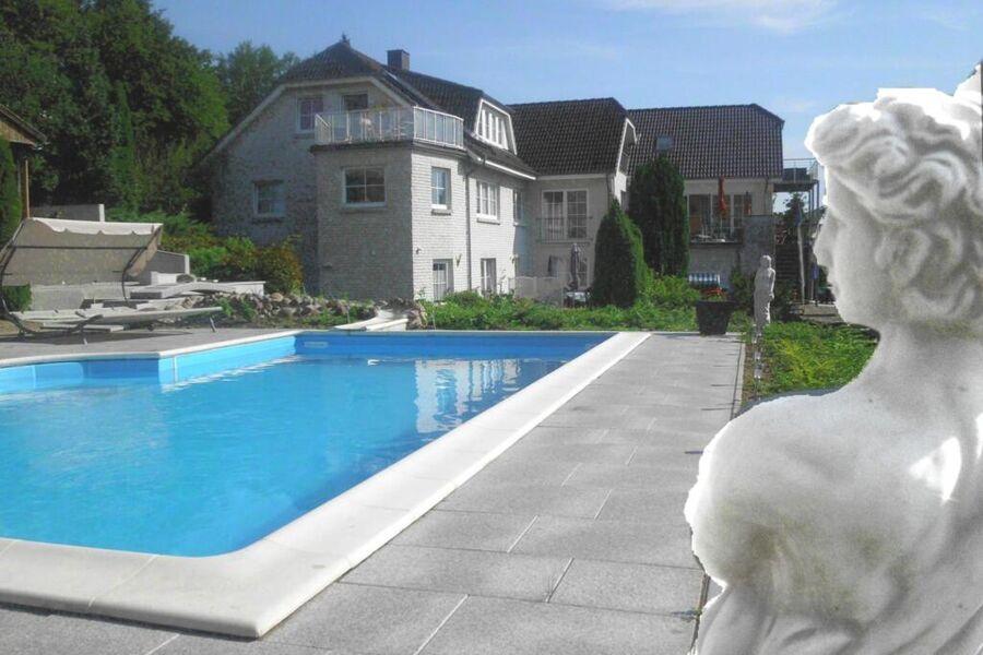 Pool Schwimmbad außen