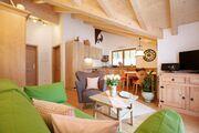 Wohnzimmer mit Blick zur Küche Fewo 8