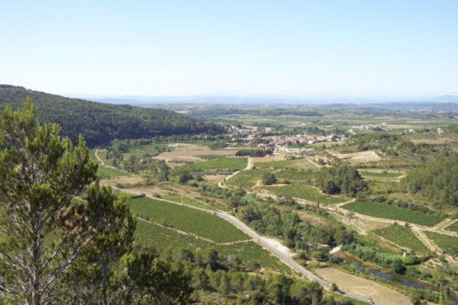 Blick auf Dorf Bize-Minervois