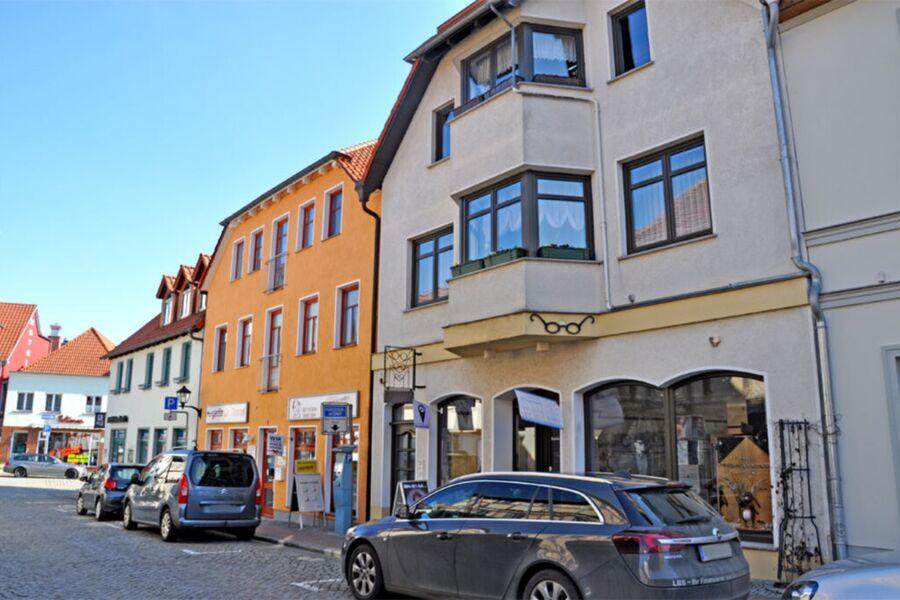 Außenansicht Wohn- und Geschäftshaus mit Ferienwoh