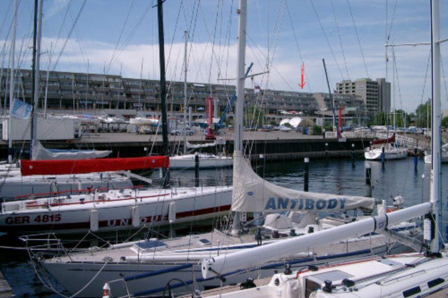 Blick vom Hafen auf die Ferienwohnung