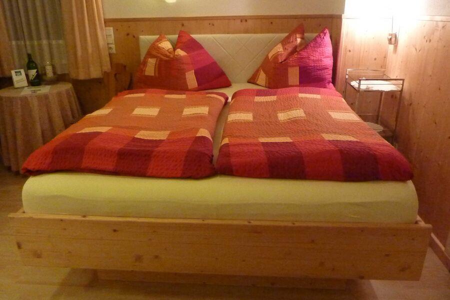 Bett im Doppelzimmer 160cm breit