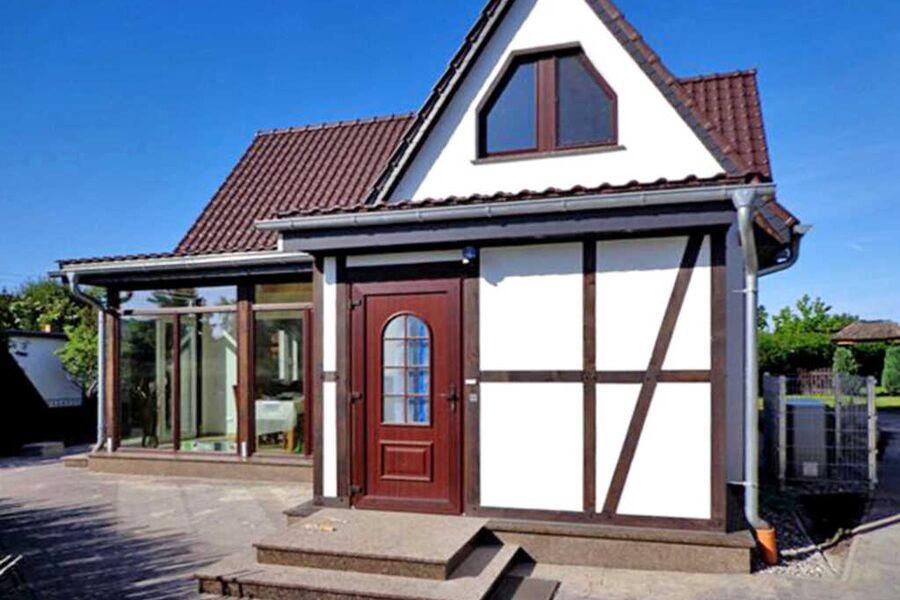 Ferienhaus mit Kamin und Wintergarten, Ferienhaus
