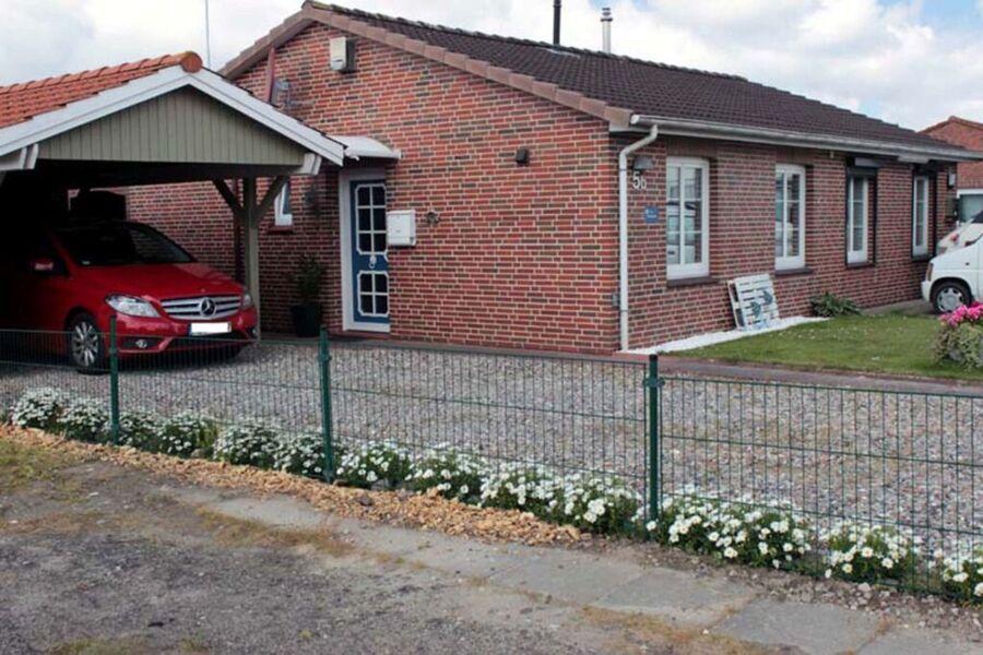 Eingangsbereichmit Carport