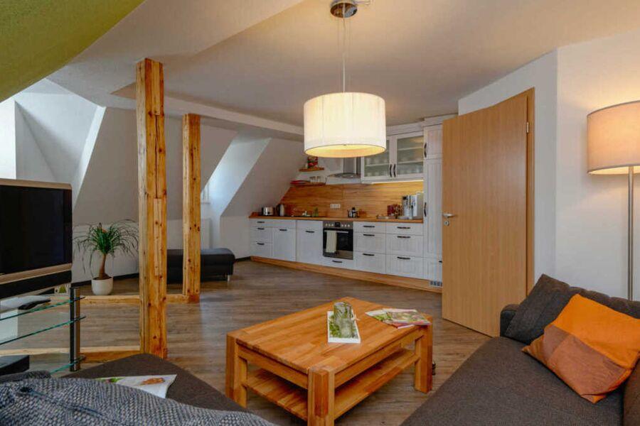Großzügig geschnittenes Wohnzimmer mit exklusiver