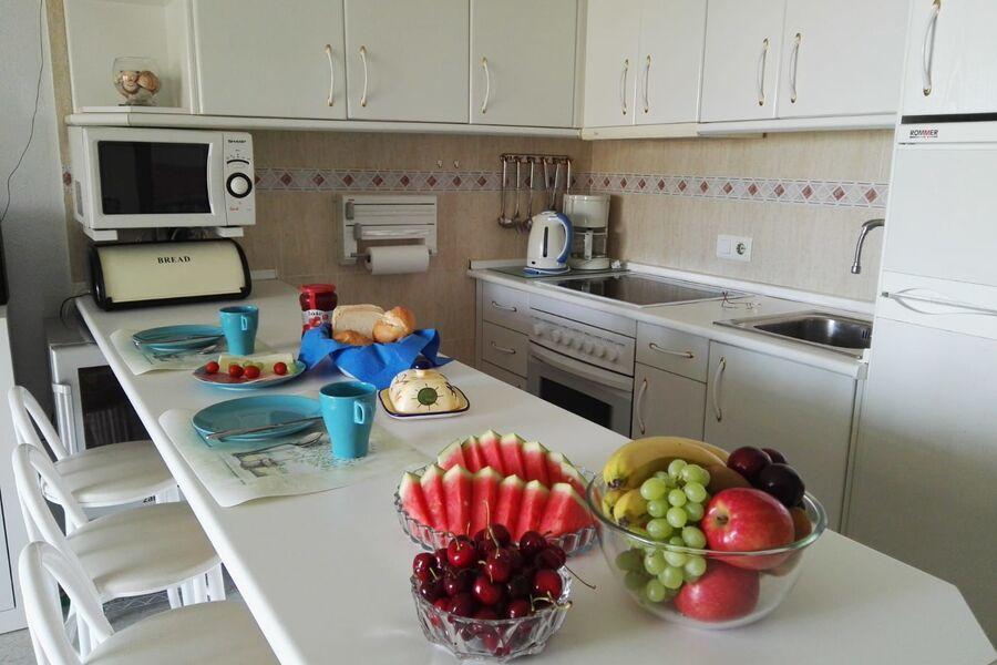 offene Küche mit Esstresen