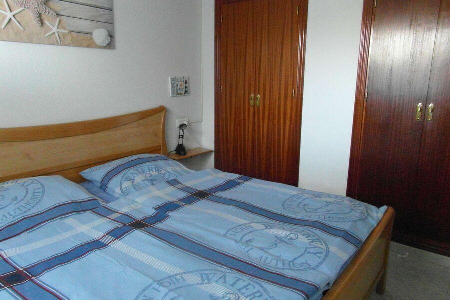 Schlafzimmer mit 2 Wandschränken