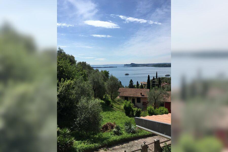 Blick von der Terrasse auf den See