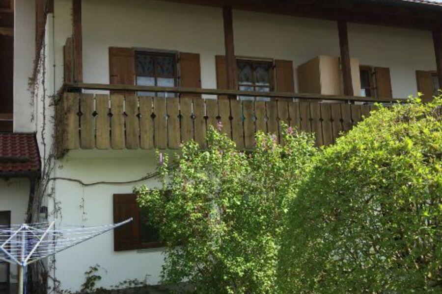 Blick zum Balkon von unten
