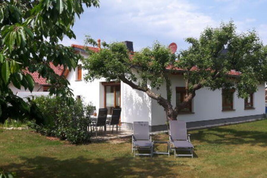 Ferienhaus mit Terrasse und Grillplatz
