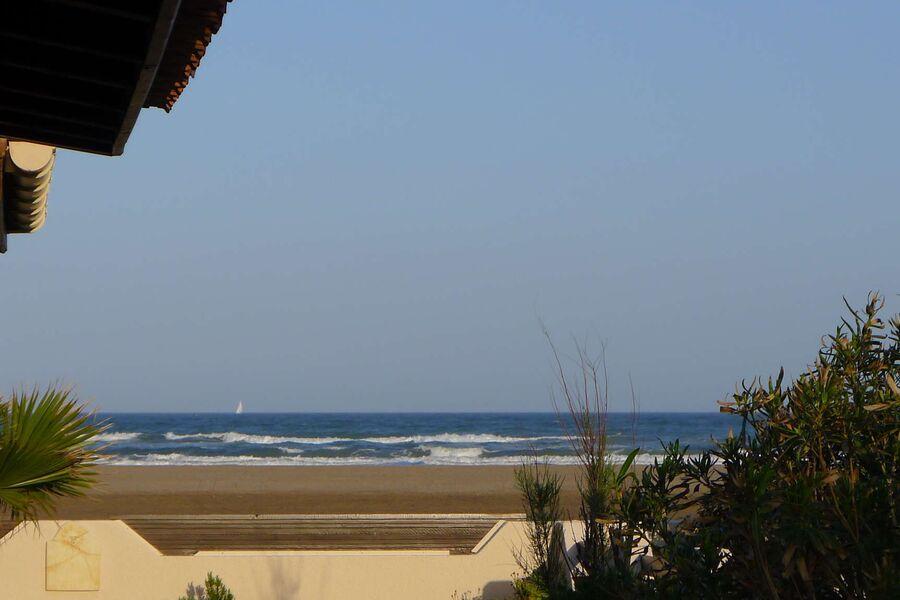 Blick von der Terasse zum Meer