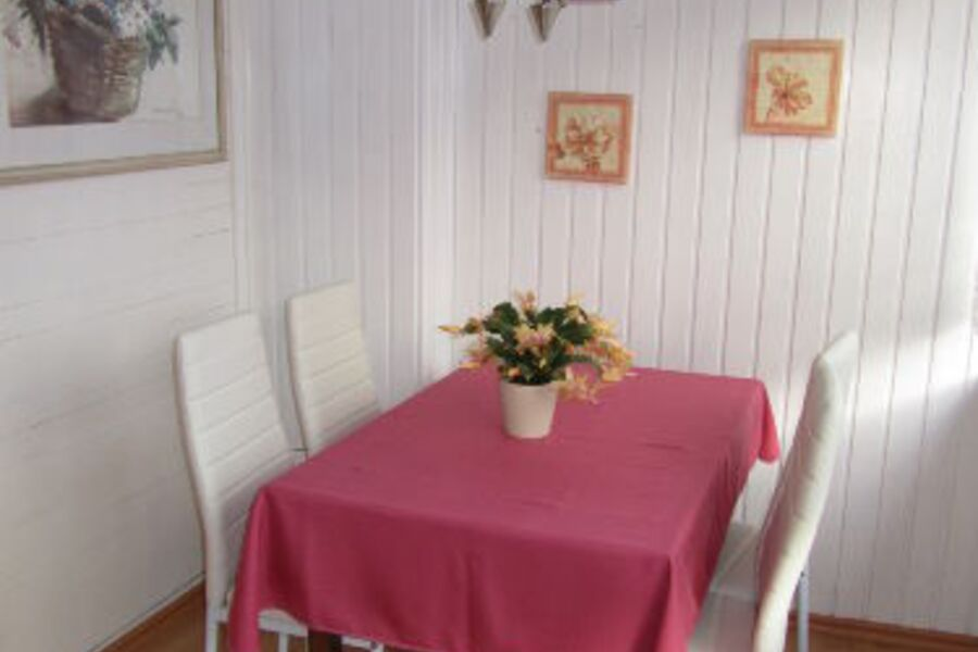 Ess-Tisch im Wintergarten