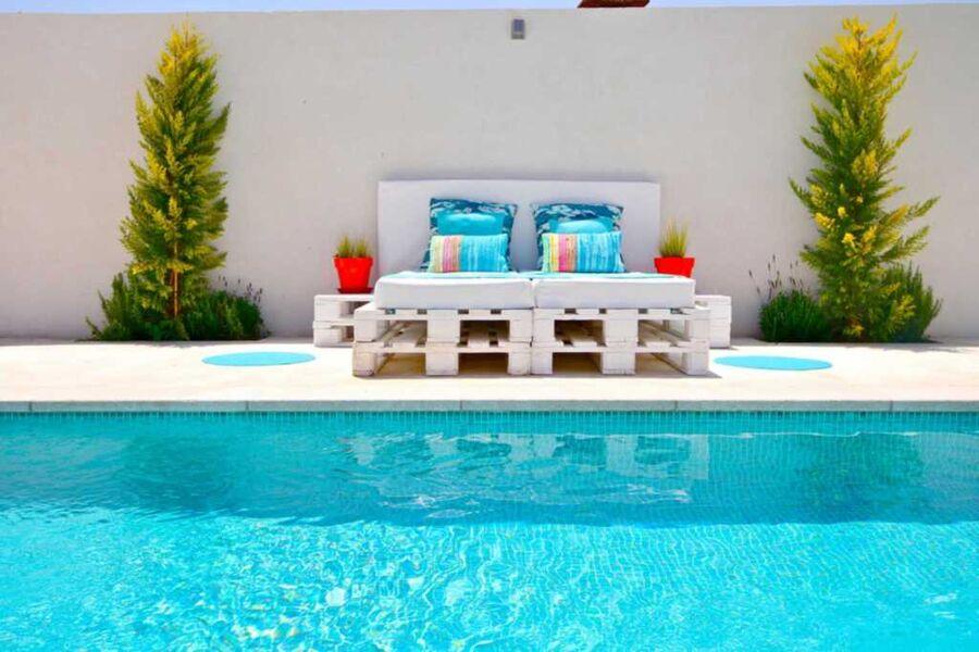 Wunderschöner Pool bereich mit Chill ecke