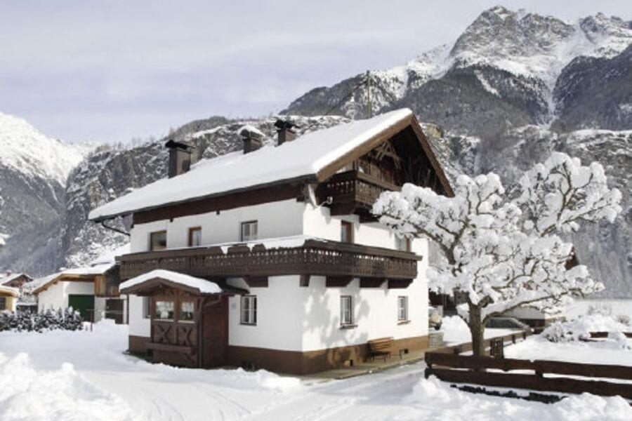 """Haus """"Hahlkogelblick"""" im Winter"""