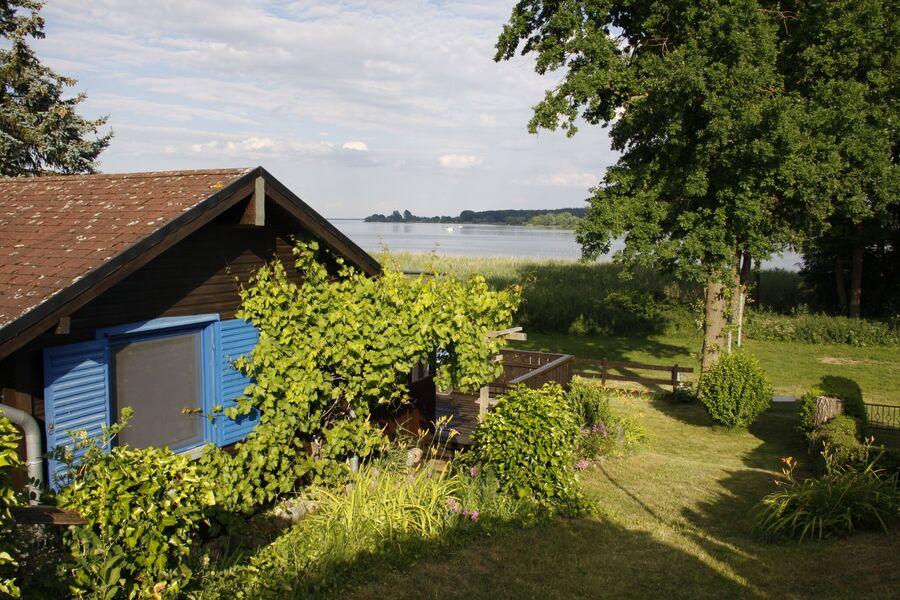 Blick über das Haus zur Müritz