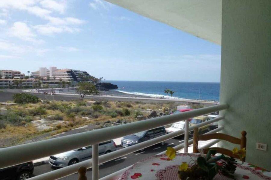 Balkon mit Blick auf das Meer und das Hotel Sol im