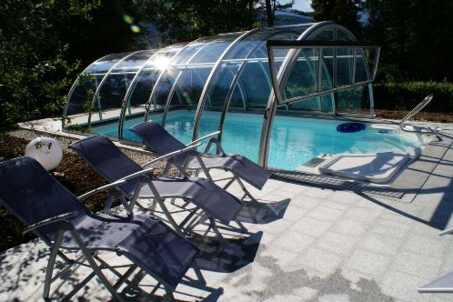 Der überdachte Swimmingpool