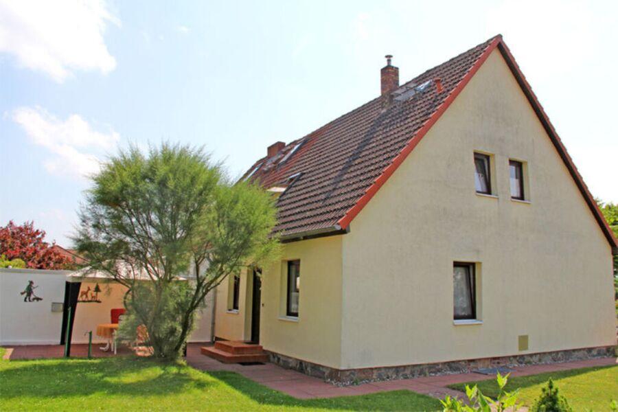 Blick auf das Haus mit Ferienwohnung