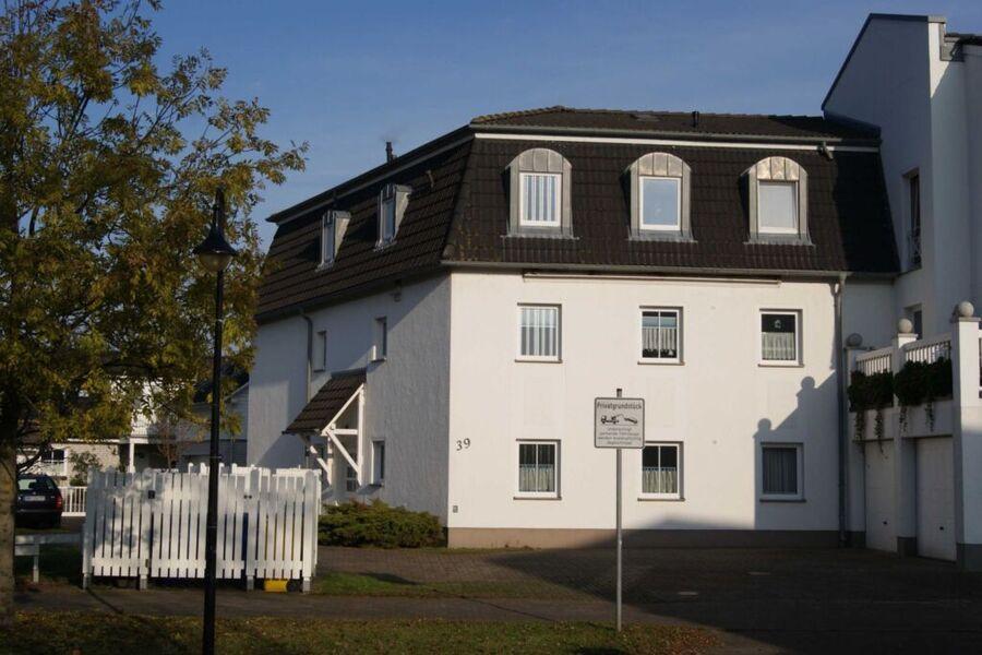 Blick auf das Haus von der Landseite aus.