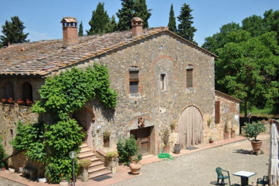 Bauernhaus mit Fenstern der Wohnung NOCE