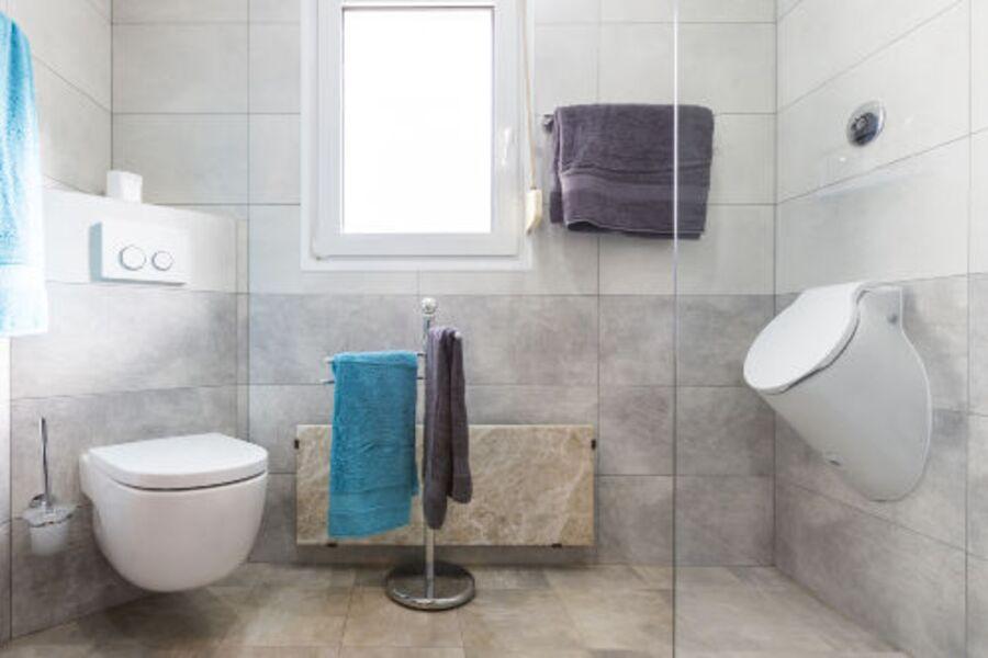Bad EG, Grosse bodengleiche Dusche