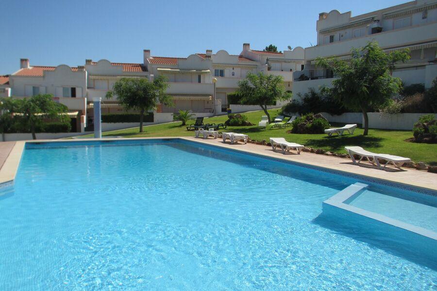 Kleine Ferienhausanlage mit riesen Pool