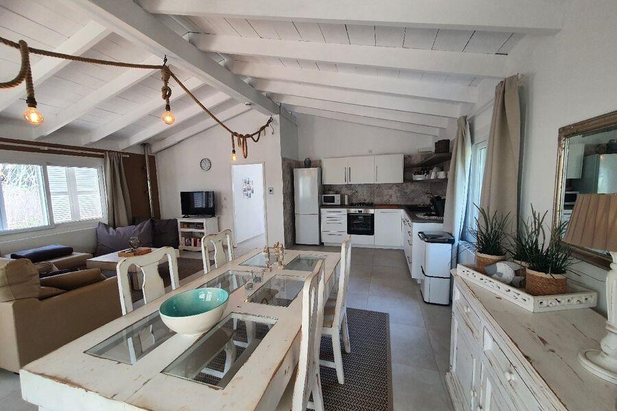 Offene Küche mit Spülmaschine