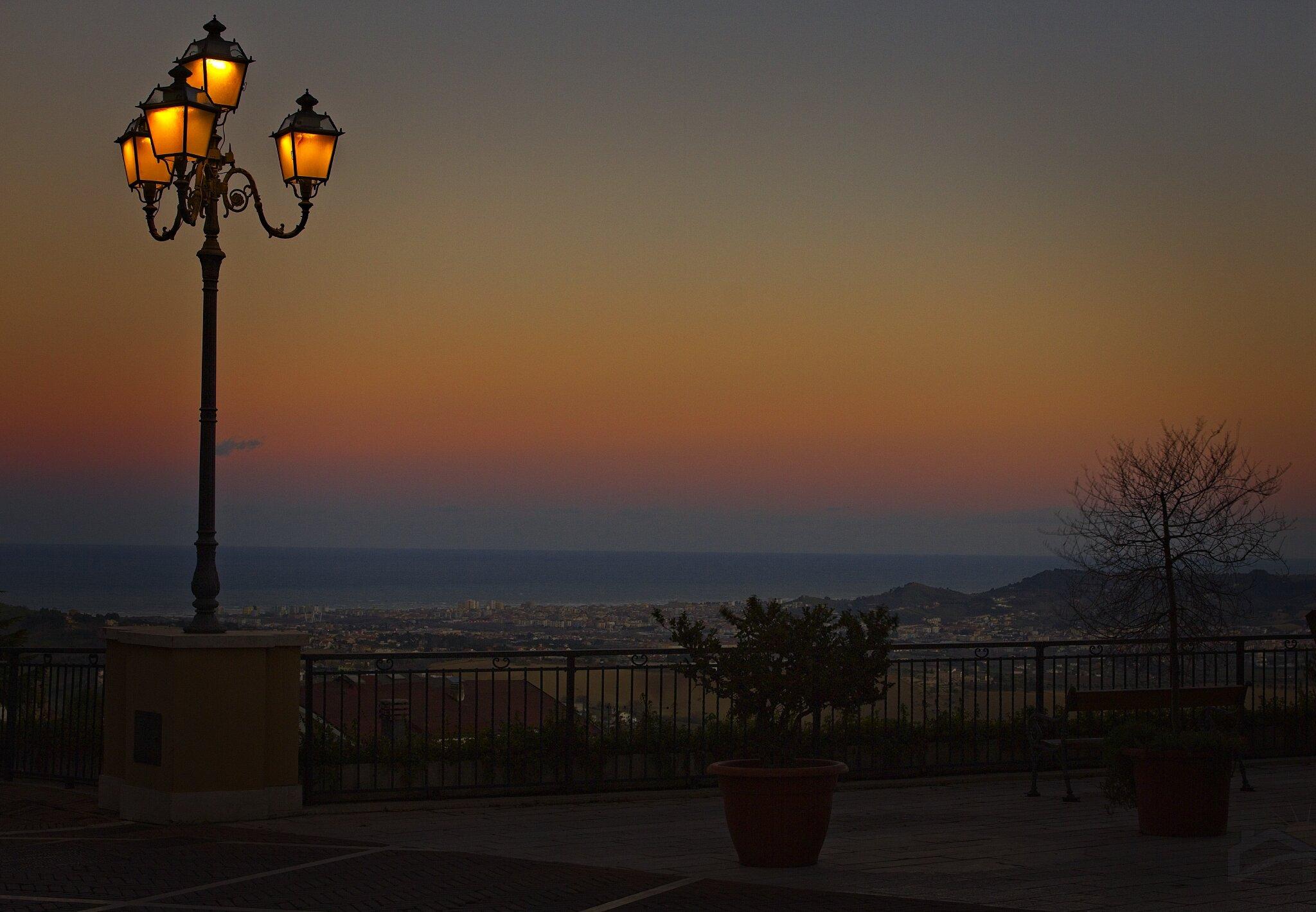 Blaue Stunde über dem Meer von Silvi
