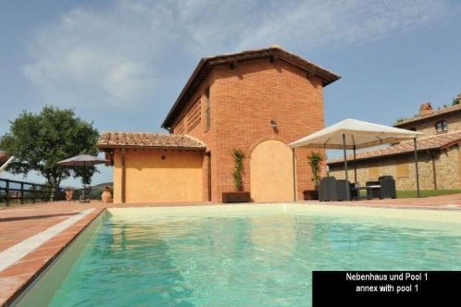 Eines der 2 Häuser und einer der 2 Pools