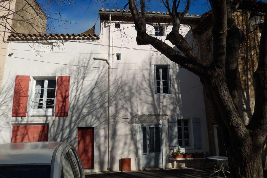 Das Dorfhaus, das aus 2 Häusern besteht.