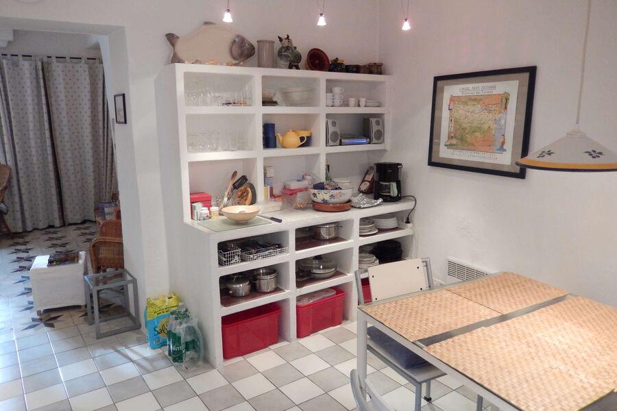 Küche mit Herd, Spülmascine etc.