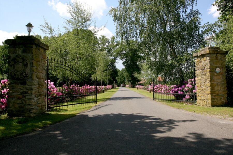 Einfahrt zum Hof