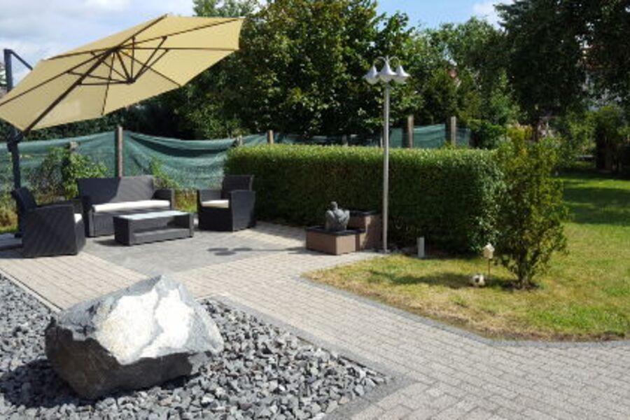 Ihre Sitzecke mit Brunnen im Garten