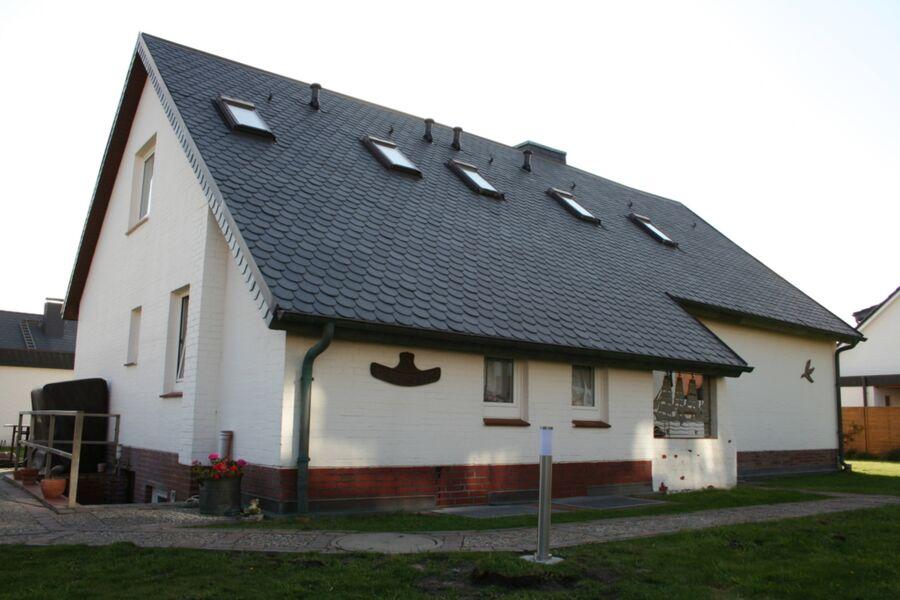 Unser Haus von der Rückseite und dem Haupteingang