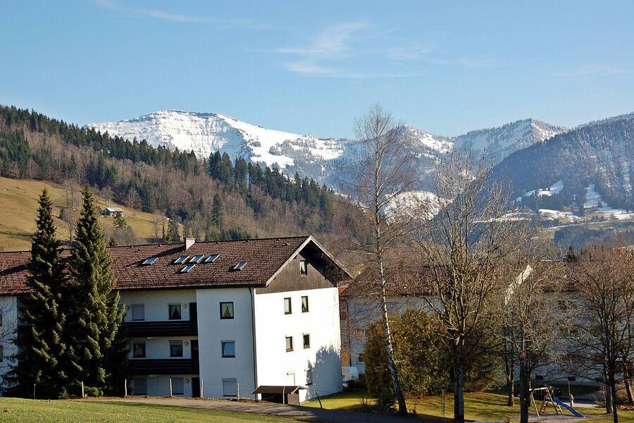 Ihre Fewo: Wohnz & Balkon Richtung Berge