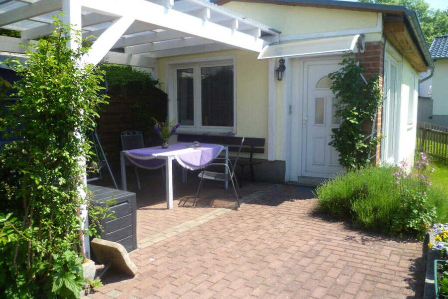 Blick auf Ferienhaus Heyder Haus 2 mit Sonnenteras