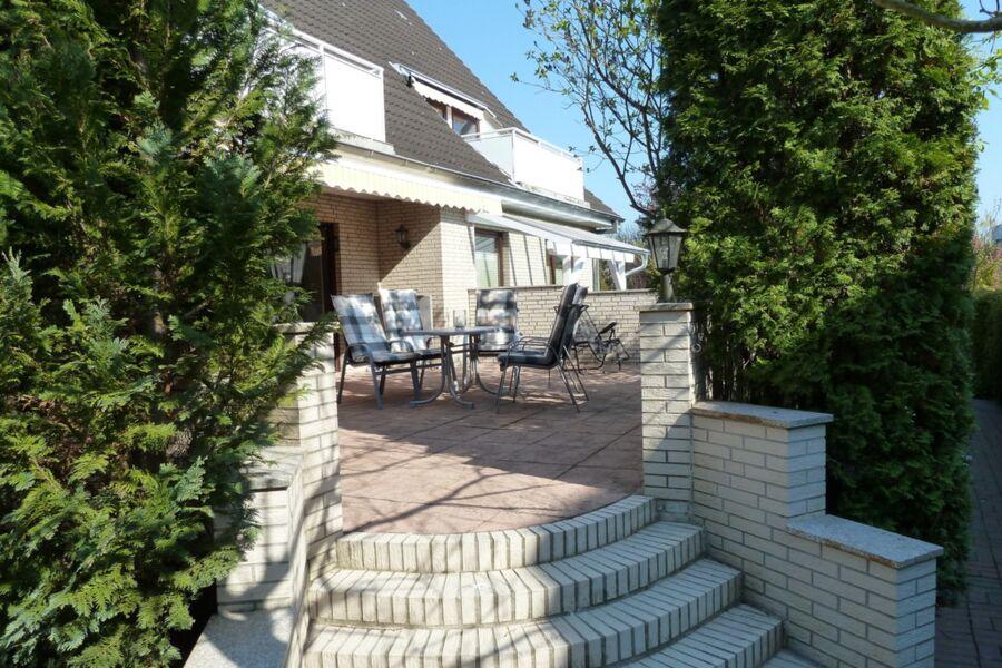 Zugang zur Terrasse vom Garten