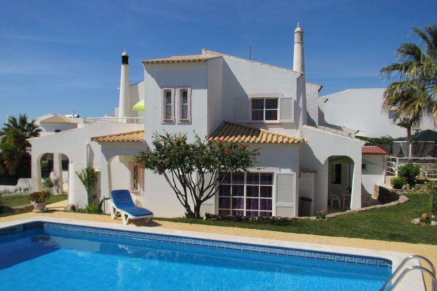 Vila Isabel mit Pool und Garten